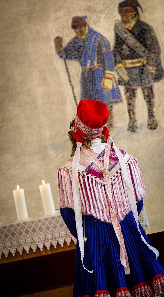 Sámi seremoniijat - Saamelaiset seremoniat