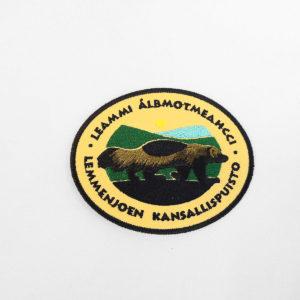 Kangasmerkki, Lemmenjoen kansallispuisto. Logossa ahma.