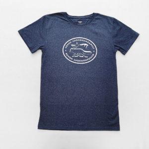 Sininen t-paita Kevon luonnonpuiston logolla.