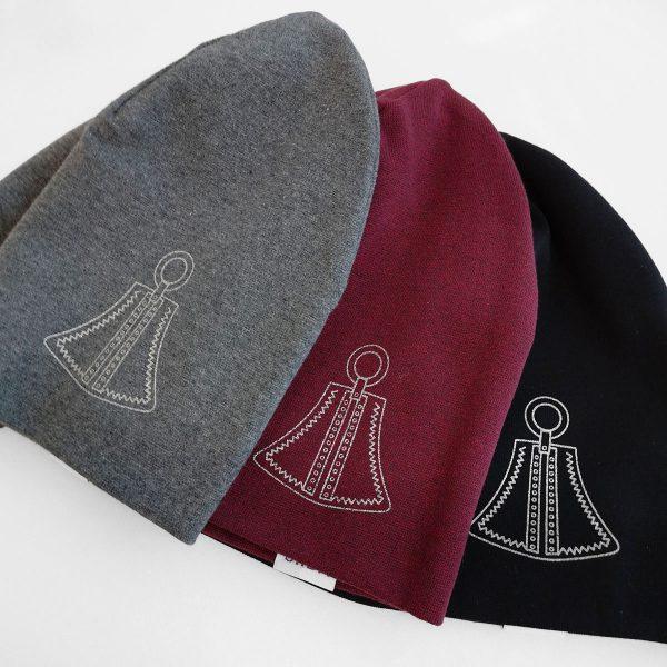 Matalat trikoopipot, joissa Nangukoru kuvio. Harmaa, viininpunainen ja musta.