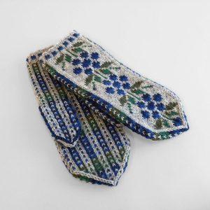 Harmaat lapaset sinisellä kukkakuviolla
