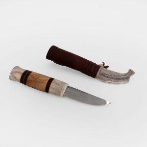 Visakoivu-sarvi kahvainen puukko ja nahka-sarvituppi jossa ornamentti kaiverrus